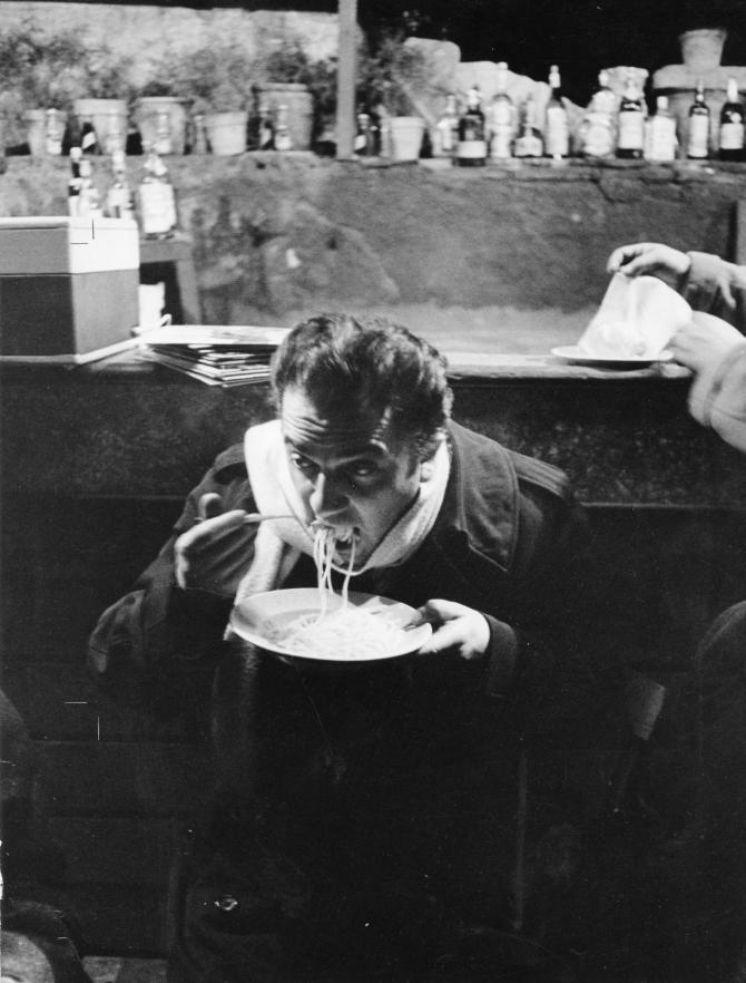 Federico Fellini sur le tournage de La dolce vita.