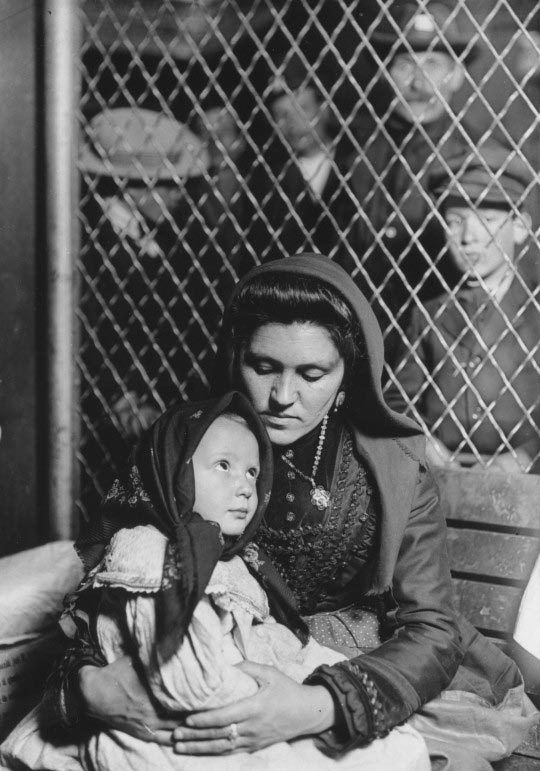 mother-and-child-from-northern-italy-ellis-island-1905-nypl-digital-gallery-lewis-hine